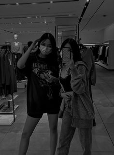 2 Best Friends, Boy And Girl Best Friends, Best Friend Pictures, Friend Photos, Ulzzang Couple, Ulzzang Girl, Foto Rose, Two Girls, Girl Swag