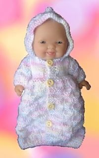 Baby Knitting Patterns Sleeping Bag This pattern fits a Chubby Baby doll (Berenguer or similar type doll. Knitting Dolls Clothes, Baby Doll Clothes, Crochet Doll Clothes, Knitted Dolls, Doll Clothes Patterns, Doll Patterns, Baby Dolls, Crochet Patterns, Baby Hat Knitting Pattern