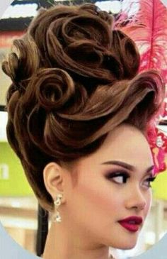 Doing simple buns or ordinary ponies every day as a casual updo is boring. Do you want to spice up your everyday hairstyles? Here are 20 cute updos that are awesome for school, a party or just for play. Formal Hairstyles For Long Hair, Evening Hairstyles, Romantic Hairstyles, Fancy Hairstyles, Creative Hairstyles, Bouffant Hair, Chignon Hair, Updo Hairstyle, Ponytail Hairstyles
