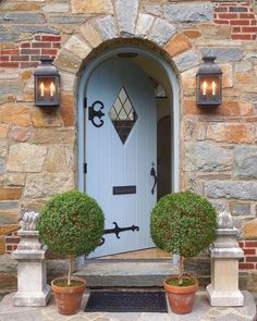 backyard designs – Gardening Ideas, Tips & Techniques Stone Exterior Houses, Stucco Homes, Cottage Exterior, Stone Houses, Stucco Exterior, House Exteriors, Arched Front Door, Arched Doors, Exterior Front Doors
