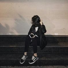 Fashion Street Style - Fashion and Beauty Korean Aesthetic, Aesthetic Girl, Aesthetic Clothes, Grunge Outfits, Grunge Fashion, 90s Fashion, Style Fashion, Girl Pictures, Girl Photos