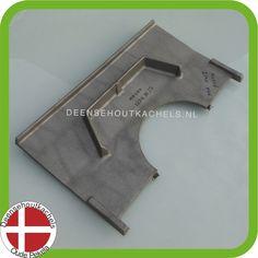 Cast iron baffle plate Morsø 2140-5000-6000 stoves. / Gietijzeren vlamplaat voor het oude model Morso 2140 - 5000 - 6000.