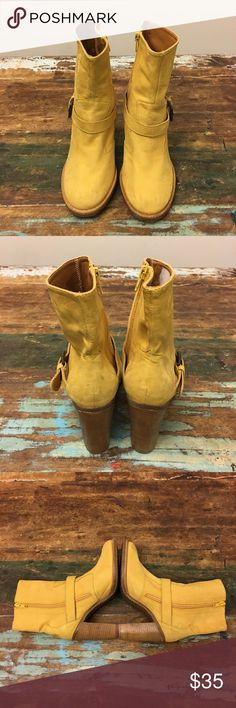 Pare Gabia Yellow Leather Women's Boots - NWOB Pare Gabia Yellow Leather Women's Boots - NWOB - Size 6.5 The shoes is New without box and it have some slight stains but it's can clean. Very Nice Pare Gabia Boots Original price: $120 Pare Gabia Shoes Ankle Boots & Booties