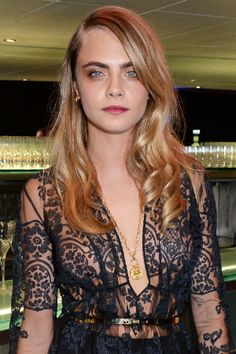 9 times Cara Delevingne won the beauty game: When she rocked center-parted, rumpled blowout and smoky eyes at the Brit Fashion Awards Poppy Delevingne, Sexy Makeup, Hair Makeup, Cara Delvingne, Fall Hair Trends, Gorgeous Hair Color, Beauty Games, Inspirational Celebrities, Celebrity Hairstyles
