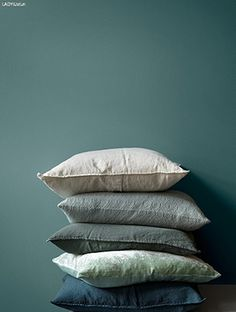 Bilderesultat for mørk turkis tapet Grey Green Bedrooms, Bedroom Green, Color Inspiration, Interior Inspiration, Bedroom Inspiration, Jotun Lady, Green Apartment, Welcome To My House, Bedroom Wall Colors