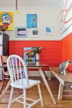 8 in-your-face interiors Colorful Apartment, Corner Seating, Interior Styling, Interior Design, Tin Tiles, Blog Deco, Eclectic Decor, Kitchen Dining, Dining Area