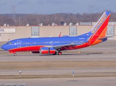 SouthWest 737 landing at IND! #Southwest #southwestairlines #Boeing #Boeing737 #737 #IND #KIND #indianapolisairport #Planes #airplanes #aviation #aviationphotography #avgeek #teamsony #teamcanon #teamnikon #canon #canon50d #50d #megaplane #instagramaviation #haveagreatday