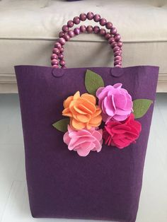 This Pin was discovered by Çiğ Felt Crafts, Crafts To Make, Hessian Bags, Bag Pattern Free, Felt Purse, Ribbon Art, Patchwork Bags, Fabric Bags, Felt Flowers