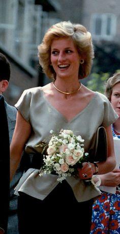Her Royal Highness Diana Princess of Wales. Princess Diana Fashion, Princess Diana Family, Princess Diana Pictures, Real Princess, Prince And Princess, Princess Of Wales, Lady Diana Spencer, Elizabeth Ii, Ny Dress