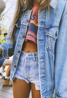 Ever questioned what a VSCO Girl is? Even even more, ever questioned which VSCO lady accessory your star indication is? Spring Outfits For Teen Girls, Outfits For Teens, Trendy Outfits, Fall Outfits, Cute Outfits, Look Fashion, Teen Fashion, Fashion Outfits, Jackets Fashion