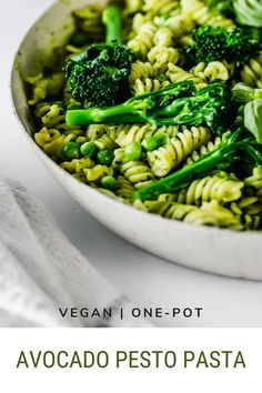 This Vegan Avocado Pesto Pasta is easy to make and its creamy sauce is packed full of fresh flavor and healthy ingredients. A tasty pasta dish that can be made in just 20 minutes! Lunch Recipes, Easy Dinner Recipes, Vegan Recipes, Easy Meals, Avocado Pesto Pasta, Creamy Sauce, Vegan Baking, Pasta Dishes, Tasty