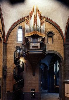 Fantastic little organ by Orgelbau Klais, Bonn.  Would I want to climb up there and play?  You betcha!