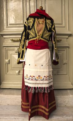 Sfakia - Crete Greek Traditional Dress, Greek Dress, Authentic Costumes, Dance Costumes, Greek Costumes, Country Dresses, Embroidery Fashion, Folk Costume, Ancient Greece