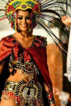 Aztec face on tapa rabo. Aztec Costume, Mexican Costume, Maya, Mexican Art, Mexican Style, Aztec Empire, Ancient Aztecs, Aztec Warrior, Aztec Art