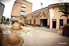 Különleges szórakozóhely Debrecenben. www.roncsbar.hu