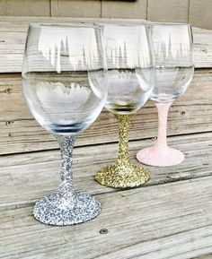 Wondering which wedding reception decoration supplies to buy? There are themed selections of reception decoration supplies in local stores and online retail Glitter Wine Glasses, Diy Wine Glasses, Decorated Wine Glasses, Hand Painted Wine Glasses, Wine Glass Centerpieces, Rustic Wedding Centerpieces, Rustic Weddings, Diy Wedding On A Budget, Wedding Ideas