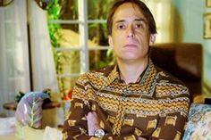 O famoso Agostinho Carrara, casado com Bebel (Guta Stresser), e pai de Florianinho, já passou por muitas enrrascadas e problemas durante A Grande Família. Sua característica mais marcante são as camisas com estampas exageradas. O ator também está presente na série desde o início.
