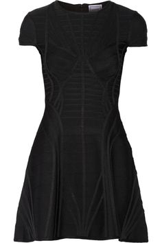 Black bandage Concealed hook and zip fastening at back 90% rayon, 9% nylon, 1% spandex Dry clean