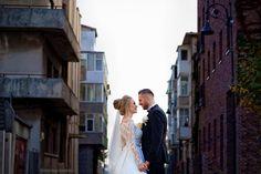 Sedinta foto din timpul evenimentului. Priviri pline de expresivitate! Weddings, Couple Photos, Couples, Wedding Dresses, Fashion, Couple Shots, Bride Dresses, Moda, Bridal Gowns