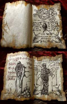 Este listado está para El Necronomicón tomo fragmento - secretos de la necromancia como se muestra en la foto. Este artículo es un manuscrito encuadernado de algunas de mis impresiones de la página de Necronomicon. Son un total de 7 páginas, 12 ilustraciones, 5 páginas impresas por ambos lados Larp, Necronomicon Lovecraft, Alchemy Art, Satanic Art, Evil Art, Magic Symbols, Gothic Horror, Magic Book, Book Of Shadows