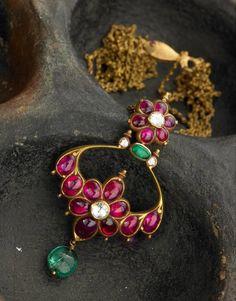 Radiant Fine Jewelry Brooch Ideas Sublime Tips: Costume Jewelry Nail Polish high jewelry design. Ruby Jewelry, India Jewelry, Temple Jewellery, Boho Jewelry, Bridal Jewelry, Antique Jewelry, Fashion Jewelry, Turquoise Jewelry, Jewelry Knots
