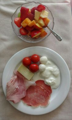Twitter / @eatlikeagirl: Light breakfast this morning at Savoia Hotel, Rimini. Cheese, ham & tomato! Incl my fave squaquerone