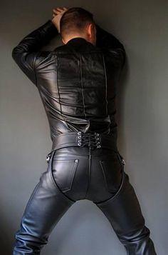 Leather chaps over leather pants Jeans En Cuir, Leather Fashion, Mens Fashion, Mens Leather Pants, Leather Jackets, Slip, Sexy Men, Men Dress, Black Leather