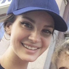 Lana Del Rey wearing a baseball cap smiling Elizabeth Grant, Queen Elizabeth, Skater Girl Outfits, Black Grunge, Queen Mother, Grunge Hair, Beauty Queens, Fashion Stylist, Beautiful People