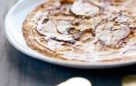 Voici une recette fruitée pour la chandeleur : des crêpes à la poire caramélisée. Plaisir gourmand garanti.