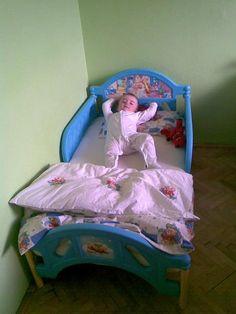 Ruce vzhůru :-))) Toddler Bed, Disney, Furniture, Home Decor, Homemade Home Decor, Home Furnishings, Decoration Home, Arredamento, Disney Art
