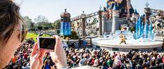 Twintigduizend mensen rennen door Disneyland