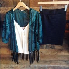 Beautiful black and green fringe kimono💚👏🏼😁 This beautiful brand new fringe kimono. Black and green with beautiful black design. Slip on this beautiful kimono over any simple black outfit and turn that plain outfit into something stunning. 💚👏🏼💙 (brand new and never used) En creme  Tops Tunics