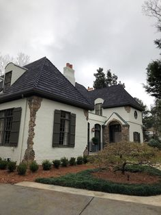 Photos Faux Cedar Shake Roof   Top Rated Synthetic Composite CeDUR Roofing Shakes Wood Roof Shingles, Cedar Shake Shingles, Cedar Shakes, Concrete Tiles, Clay Tiles, Cool Roof, Metal Roof, Top Rated, Mansions