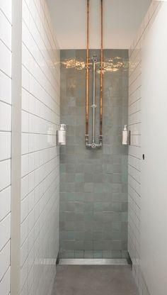 [Minimal shower detail in Let's Ride / DAS-studio] Gym Showers, Small Showers, Yoga Studio Design, Gym Design, School Design, Locker Room Shower, Paris 11ème, Parque Industrial, Gym Interior