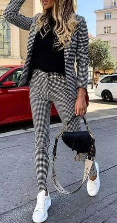 50 Amazing Women Suits and Sneaker Trend Educabit - 50 Amazing Women Suits and Sneaker Trend Educabit Source by emmaulbricht - Casual Work Outfits, Mode Outfits, Classy Outfits, Stylish Outfits, Women Work Outfits, Sneaker Outfits Women, Casual Office Wear, Blazer Outfits For Women, Casual Man