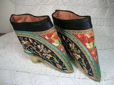 On offer today is an exquisite pair of antique Chinese lotus feet shoes, for ladies with bound feet.    They are made with consummate skill,