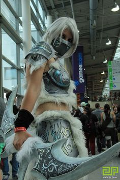 seems like Monster Hunter Cosplay Monster Hunter Cosplay, Epic Costumes, Costume Makeup, Best Cosplay, Vixen, Cosplay Girls, Warriors, Pin Up, Sci Fi