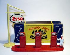 MATCHBOX, Esso station Accessory Pack #1...1950s