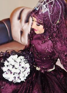 Get the Ideas of 2019 Latest Designs of Muslim Bridal Wedding Dresses in sleeves and hijab. These photos of Islamic wedding dresses for brides are fabulous. Muslim Wedding Gown, Wedding Hijab, Plum Wedding Dresses, Bridal Dresses, Purple Wedding, Turkish Wedding, Moslem, Muslimah Wedding, Color Secundario