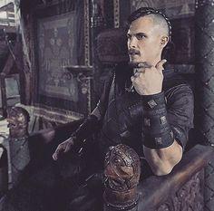 "The Last Kingdom Iran on Instagram: ""ستریک روی تخت شاهی مرسیا...😎✌ You Should See Me In Crown 👑😏 Behind the scenes: #season4 #YaRa"""