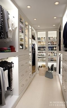 Walk-in Closet.What a clean chic! Walk-in Closet.What a clean chic! Walk-in closet with dust-proof glass doors. Container Store Closet, Master Bedroom Closet, Master Suite, Bedroom Closets, Master Bedrooms, Rich Girl Bedroom, Master Closet Design, Custom Closet Design, Custom Closets