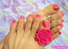Inspiratie voor nail art tenen met bloemen