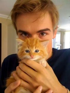 tom fletcher. british, in a band, and now sporting a kitten? could life get any sweeter?