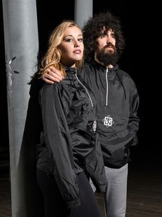 "Ya disponibles de nuevo: ""URBAN WINDBREAKER UNISEX""  Disponible en: WWW.SEFINHE.COM"