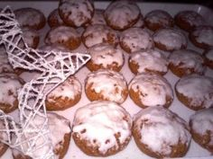 Bögrés mézes puszedli – rögtön puha, rögtön süthető! | Rupáner-konyha Hungarian Recipes, Biscuits, Muffin, Food And Drink, Sweets, Snacks, Cookies, Baking, Breakfast