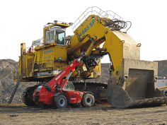 Tractor Loader, Backhoe Loader, Mining Equipment, Heavy Equipment, Engin, Heavy Machinery, Coal Mining, Man In Love, Big Trucks
