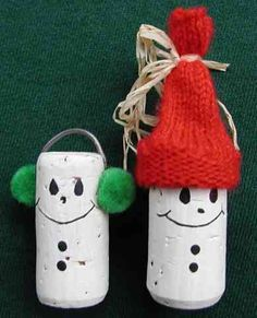 Wine cork snowmen, this is super cute for Christmas decorations! Could even try and make them into ornaments!