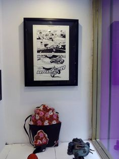 Penélope Sariñena es una emprendedora zaragozana y el motor de BrigadoonZgz, una nueva y fascinante tienda situada en el número 50 de la calle San Miguel (entrada por Allúe Salvador).  Una tienda con alma dedicada a los creadores y diseñadores independientes, llena de piezas de autores locales. Caprichos especiales, obras de autor, arte, complementos y regalos inpendientes, creativos y hasta frikis… #zaragoza
