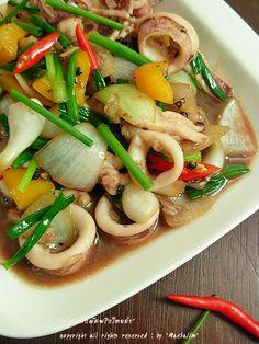 ปลาหมึกผัดพริกไทยดำ