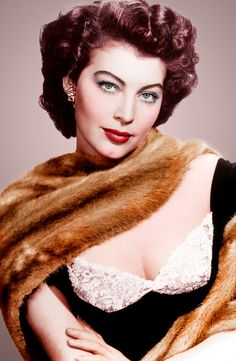 Ava Gardner, 1954 Black and white Photo portrait Old Hollywood Glamour, Hollywood Actor, Golden Age Of Hollywood, Vintage Hollywood, Hollywood Stars, Classic Hollywood, Hollywood Divas, Ava Gardner, Classic Actresses